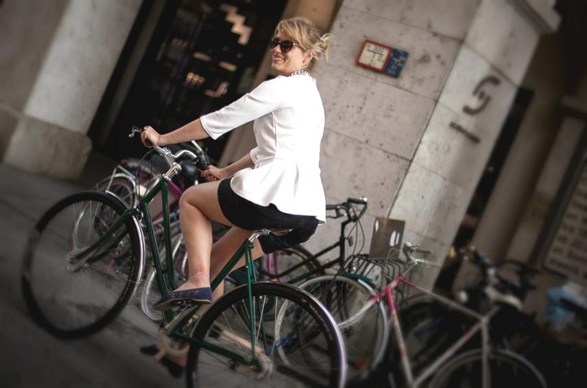 municorn on the bike