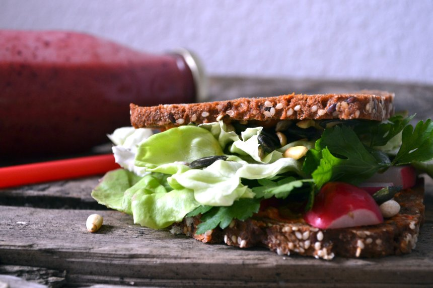 vegan sandwhich -strwaberry-blueberry smoothie
