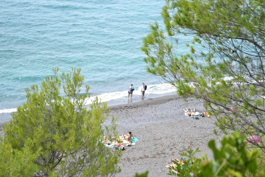 schöner naturstrand in ligurien, italien