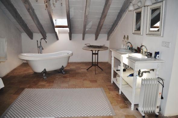 badezimmer-interior-villa-station