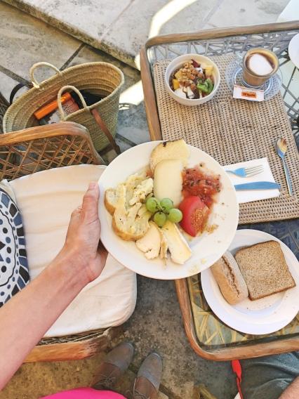 frühstück am pool landhotel es turo mallorca