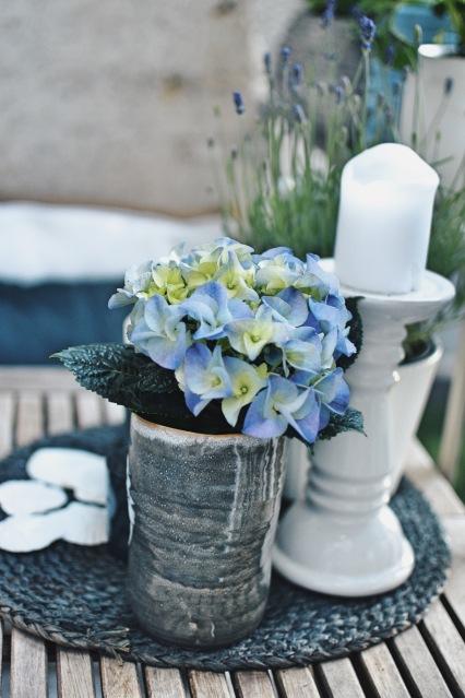 kleine Hortensie Balkon Deko Kerzen