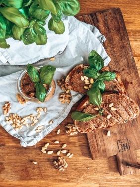 veganer Aufstrich schnell Basilikum getrocknete Tomaten Nüsse